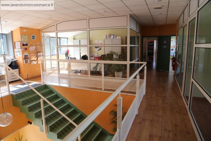 B timent industriel avec bureaux 3000 m2 la seauve semene for Cout batiment industriel m2