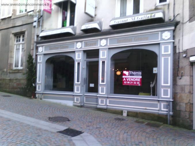 Local commercial louer ou salon esth tique en for Salon liquidation