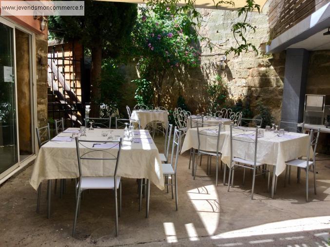 Restaurant atypique dans un village m di val uz s for Restaurant atypique